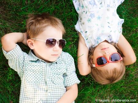 Bild von Draußen im Frühling – Kinderaugen brauchen Sonnenschutz