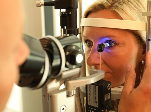 Bild von Kleines Augen-Wiki: Wozu dient die Spaltlampe?