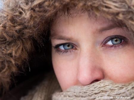 Bild von Kälte, Wind und Trockenheit – Darum sehen Augen im Winter häufig rot