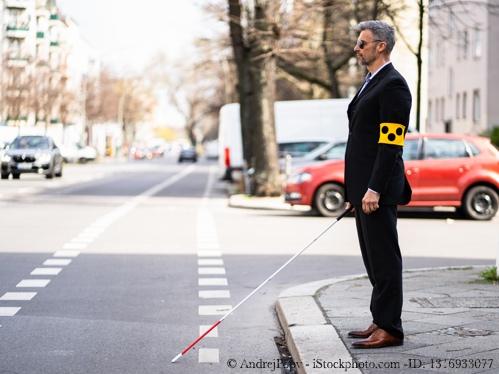 Bild von Gesehen werden - So verhalten sich Sehbehinderte im Straßenverkehr richtig